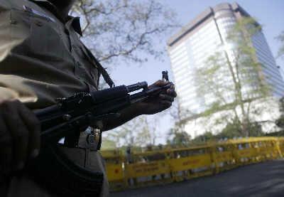 印度警方加强戒备,确保火炬传递安全。IC图