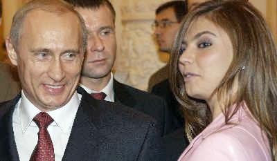 """绯闻女主角卡巴耶娃在曾是奥运体操冠军,2007年加入""""统一俄罗斯党""""后开始从政。CFP图"""