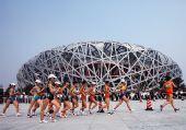 图文:女子20公里竞走刘虹夺冠 鸟巢下的追逐