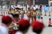 图文:女子20公里竞走刘虹夺冠 刘虹紧跟第一名