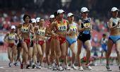 图文:女子20公里竞走刘虹夺冠 选手们互不相让