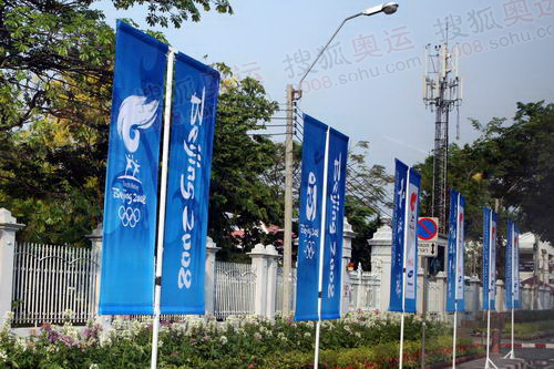 在曼谷随处可见北京奥运会火炬接力的宣传标语