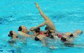 图文:花游奥运资格赛集体项目 日本队集体托举