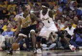 图文:[NBA]奇才负骑士 贾米森单打华莱士