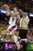 图文:[NBA]奇才负骑士 韦斯特上篮