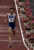 图文:2008北京马拉松赛陈荣折桂 陈荣鸟巢冲刺