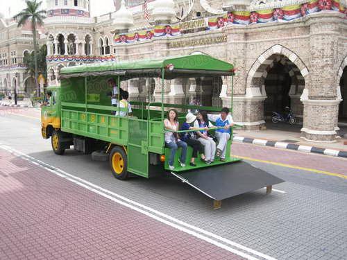 图文:官网记者探营吉隆坡 传递使用的媒体车
