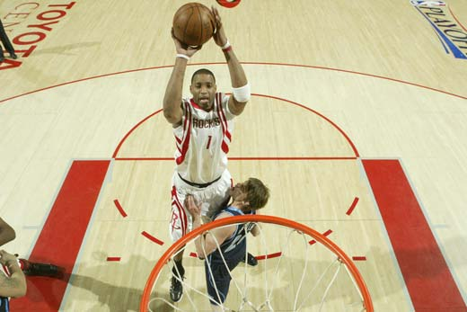 图文:[NBA]火箭战爵士 麦迪展示弹跳