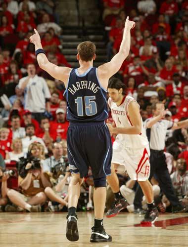 图文:[NBA]火箭战爵士 哈普林庆祝胜利