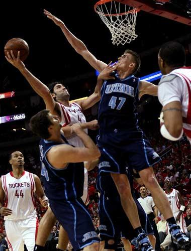 图文:[NBA]火箭战爵士 基里连科封盖斯科拉