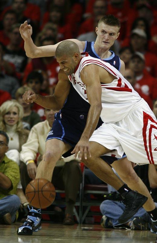 图文:[NBA]火箭战爵士 巴蒂尔单打基里连科