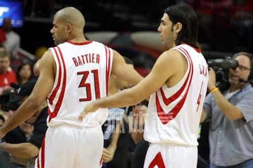 图文:[NBA]火箭战爵士 巴蒂尔和斯科拉上场