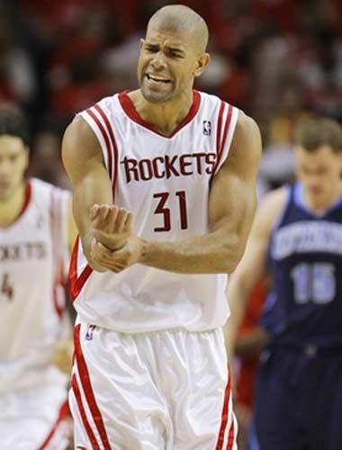 图文:[NBA]火箭战爵士 巴蒂尔控诉犯规