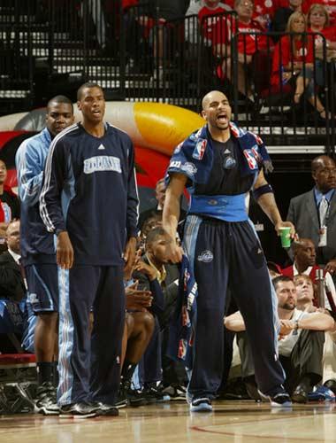 图文:[NBA]火箭战爵士 布泽尔咆哮