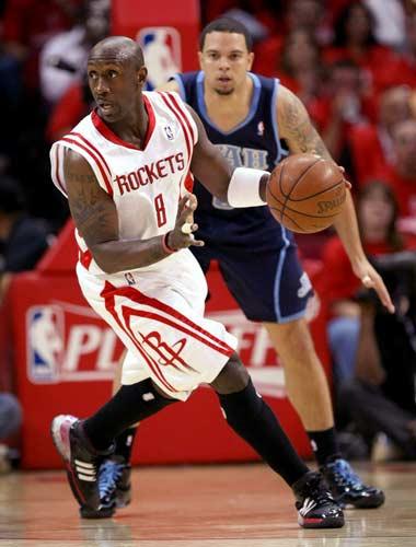 图文:[NBA]火箭战爵士 杰克逊伺机传球