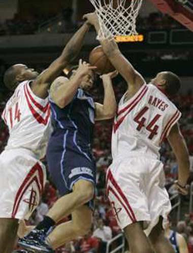 图文:[NBA]火箭战爵士 海耶斯封盖