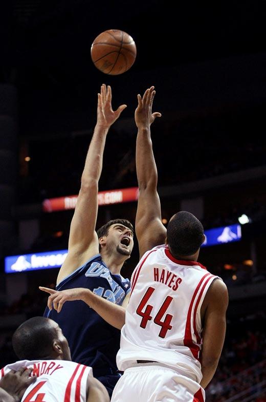 图文:[NBA]火箭战爵士 海耶斯封盖奥库