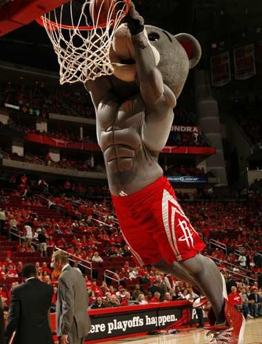 图文:[NBA]火箭战爵士 火箭熊也疯狂