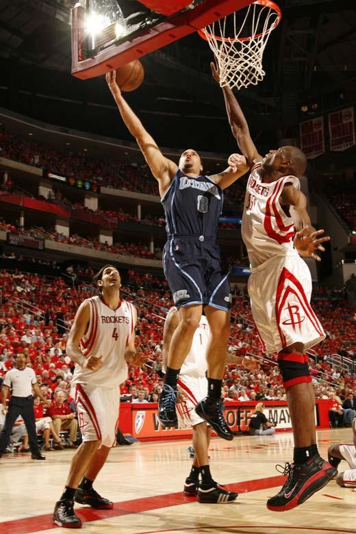 图文:[NBA]火箭战爵士 穆大叔封盖德隆