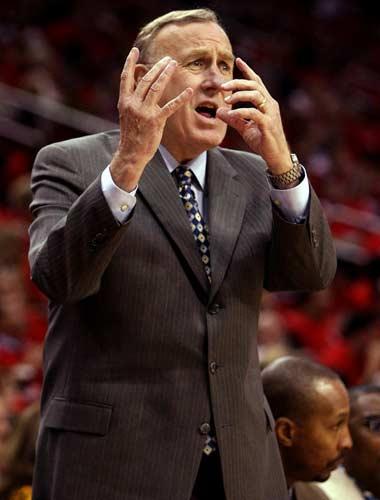 图文:[NBA]火箭战爵士 阿德尔曼场边指导