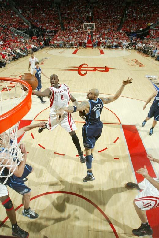 图文:[NBA]火箭战爵士 鲍比杰克逊上篮