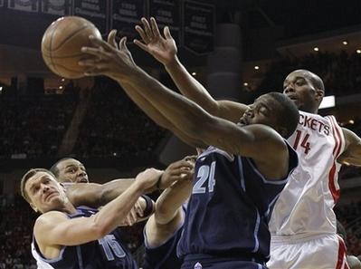 图文:[NBA]火箭战爵士 兰德里封盖米尔萨普