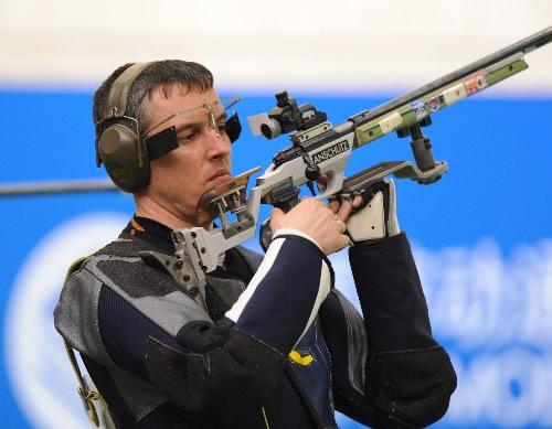 图文:男子50米步枪三姿赛 索科卢科夫很酷
