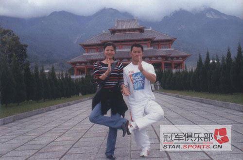 张国政与爱妻幸福生活