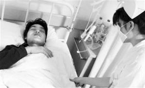 刘晓清注射百草枯后,他的姐姐将他送进了医院