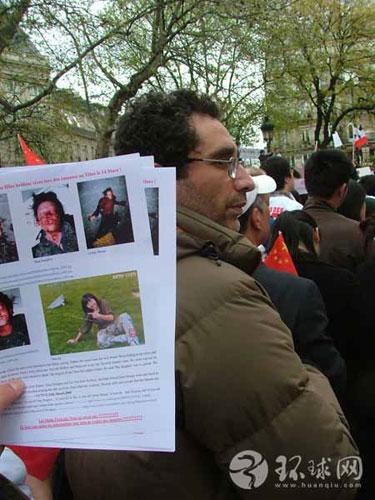 法国华人向当地民众展示西藏