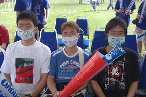 华人戴口罩抵制CNN BBC