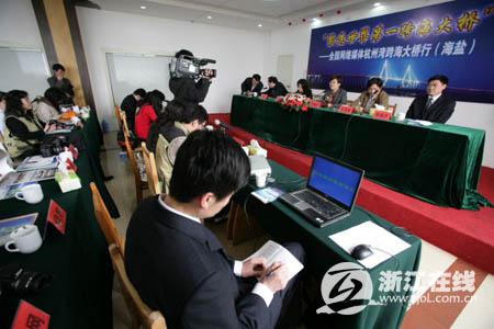 记者采访海盐杭州湾大桥新区