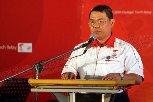 图文:北京奥运圣火在吉隆坡传递 市长哈金致辞