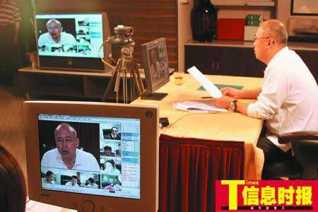 昨日,黄埔区委书记陈小钢在主持视频会议。时报记者 巢晓 实习生 叶伟报