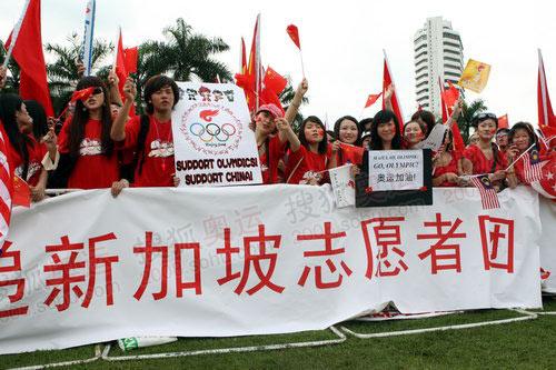图文:新加坡志愿者团前来吉隆坡迎接奥运圣火