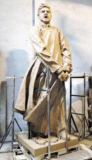 潘鹤雕塑的杨殷体现了英雄就义前的最后一瞬间
