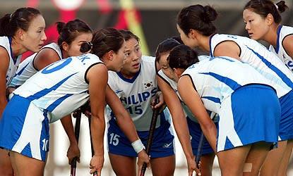 图文:曲球奥运预选赛 韩国队的姑娘们商量战术