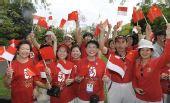 图文:雅加达民众为圣火传递加油