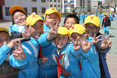 面对镜头一齐祝福奥运会成功