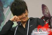 李宇春《少年中国》抢听会 会心一笑