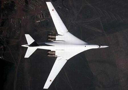 俄空军今年将装备新一批图-160远程战略轰炸机-搜狐军事频道