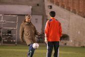 图文:[训练]米卢探班国足 不忘快乐足球