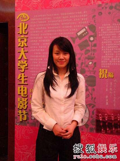 刘琳尽显成熟知性美