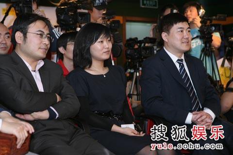 中影集团蒋德富与搜狐娱乐总监邓晔及魏君子出席北京的仪式