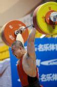 图文:全国锦标赛105公斤级比赛 张利雄挺举