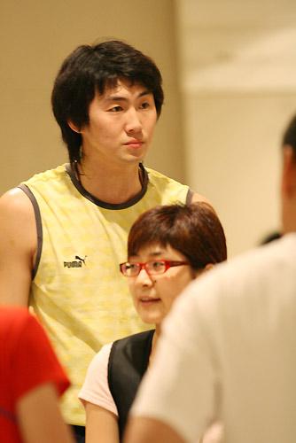 图文:[击剑]中国剑客赛前训练 可爱男生王敬之