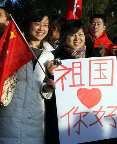 组图:奥运圣火在堪培拉传递 众多华人现场助阵