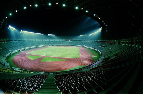 夜幕中的体育场