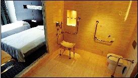 青岛奥运村无障碍房间设施先进。本报记者 范继文 摄