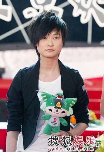 李宇春与群星同唱奥运倒计时100天歌曲